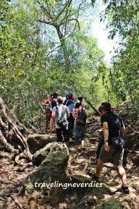 Let's trekking! Satu-satu ya, jangan rebutan.