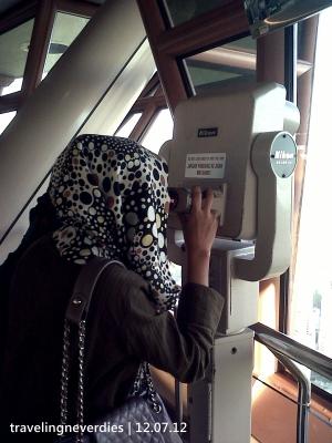 Wuihhh, gede banget Petronas-nya, serasa bisa dipegang.