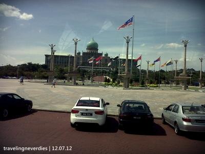Salah satu view di kawasan Putrajaya #foto diambil dari dalem bis