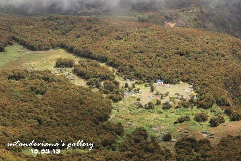 Pemandangan Podok Saladah dari Puncak Papandayan
