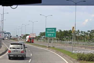 Memasuki jalan tol Jembatan Suramadu