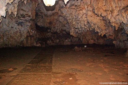 Salah satu ruangan di dalam gua